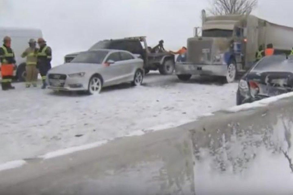 ВКанаде произошла авария сучастием неменее 70 машин