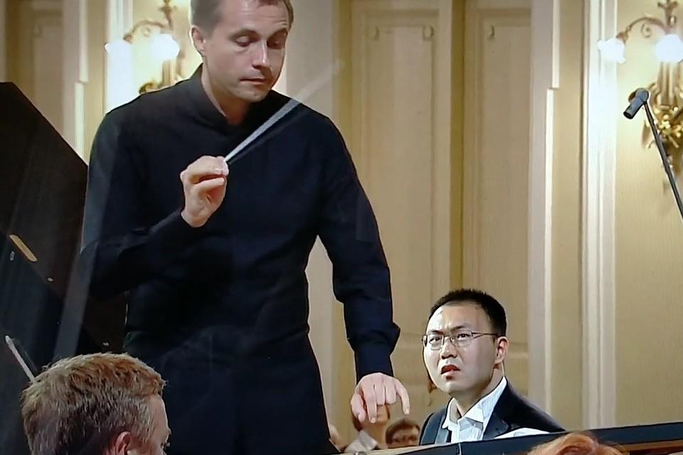 Ань Тяньсю очень удивился но сумел достойно завершить выступление