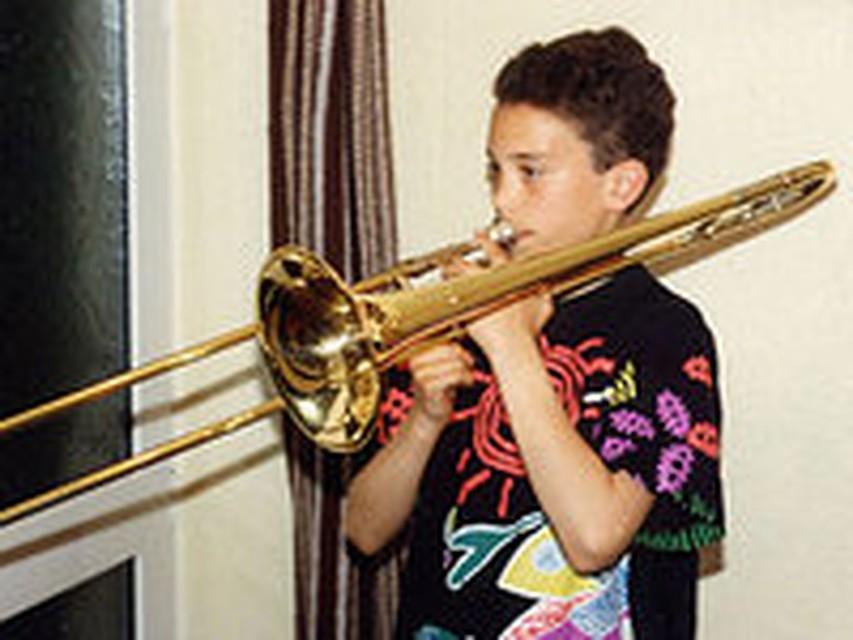 poza-rzhaviy-trombon-foto