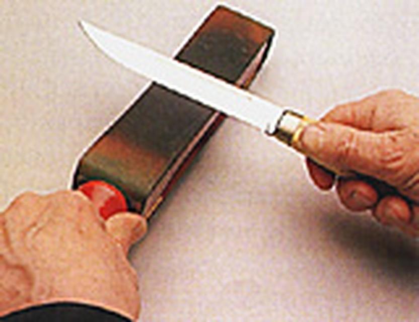 Как сделать отверстие в лезвии бритвы