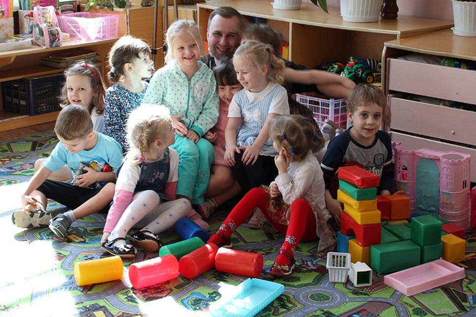 Беременная няня в детском саду 45