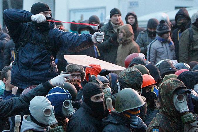 Попытки Януковича навести порядок в стране провалились, Евромайдан вновь огрызнулся.