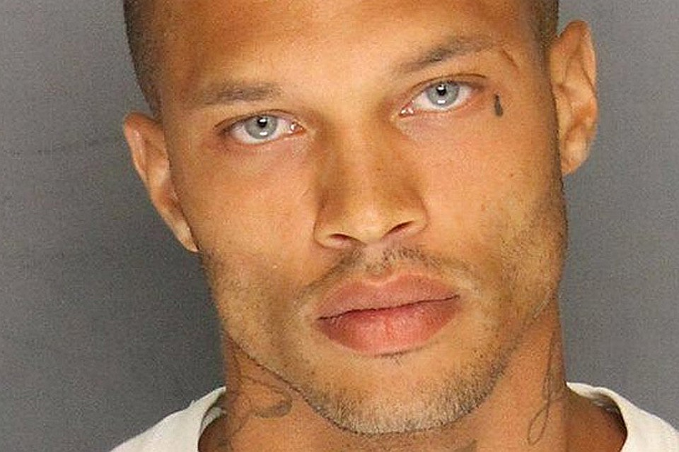 Пользователи Facebook нашли самого сексуального преступника и влюбились в него