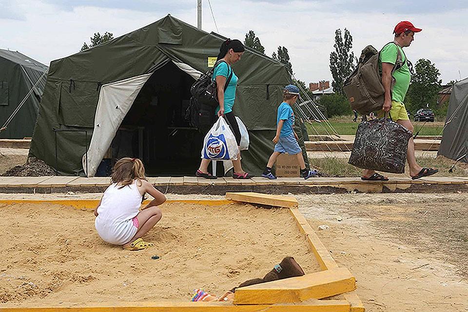 Наш фотокор Николай Хижняк несколько дней прожил в местечке рядом с границей, где нашли приют украинцы, спасающиеся от гражданской войны
