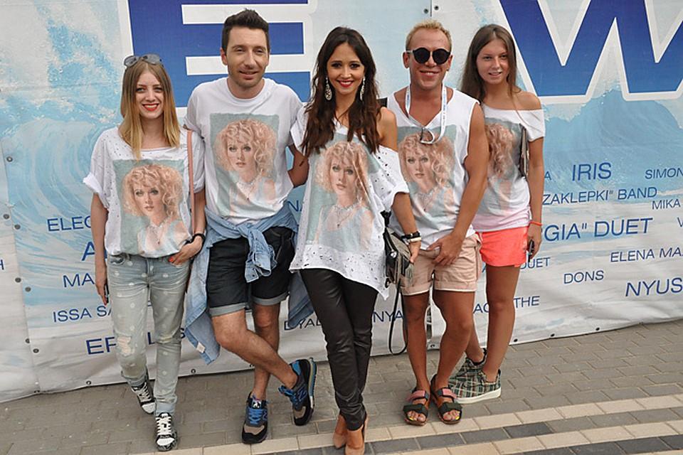 Творческая группа появилась на концерте в футболках с изображением Валерии, что вызвало одобрение всего артистического цеха