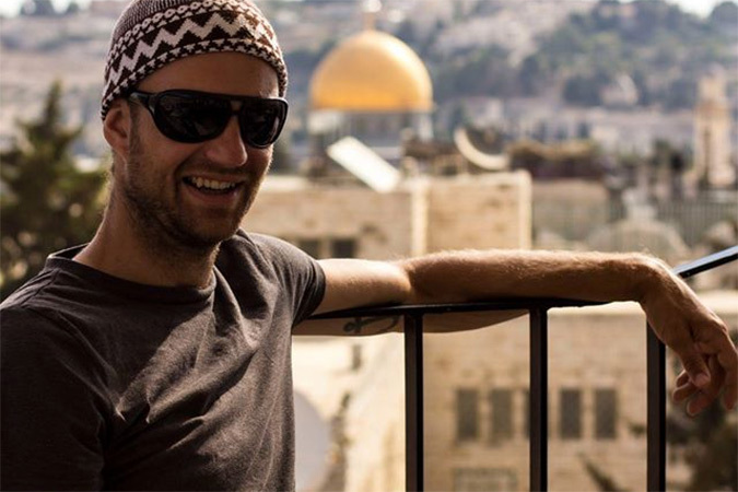 Отец повез мальчиков в Израиль и показал все ужасы реальных боевых действий