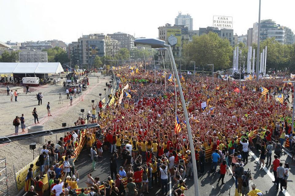 Центр Барселоны раскрашен в традиционные цвета каталонского флага