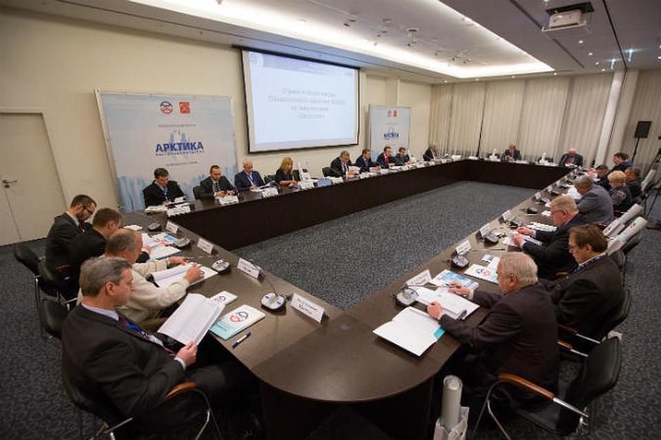 Заседание Общественной комиссии на форуме возглавил генеральный директор компании «Россети» Олег Бударгин. Фото: Екатерина ГУСАКОВА