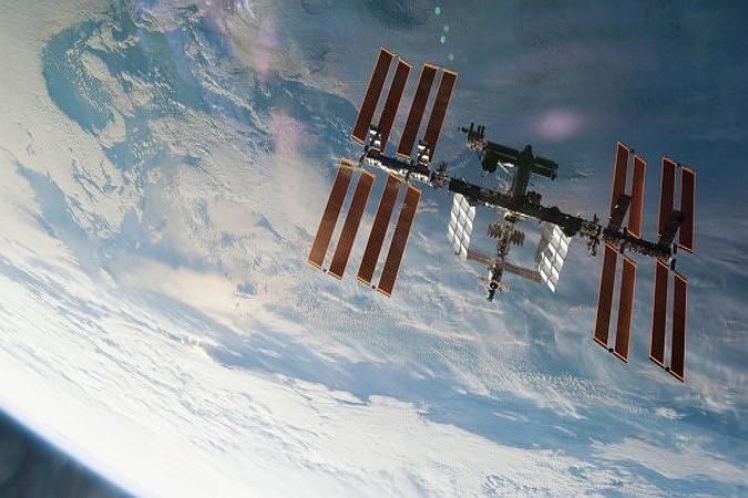 На околоземной орбите могут взорваться семь военных спутников США