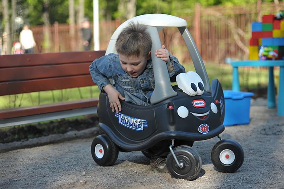 Пятилетние мальчики сбежали из детсада покупать иномарку