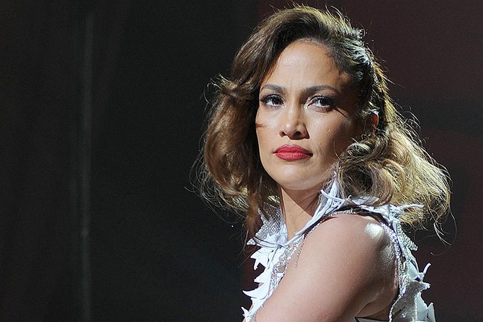 Дженнифер Лопес показала попу во всей красе