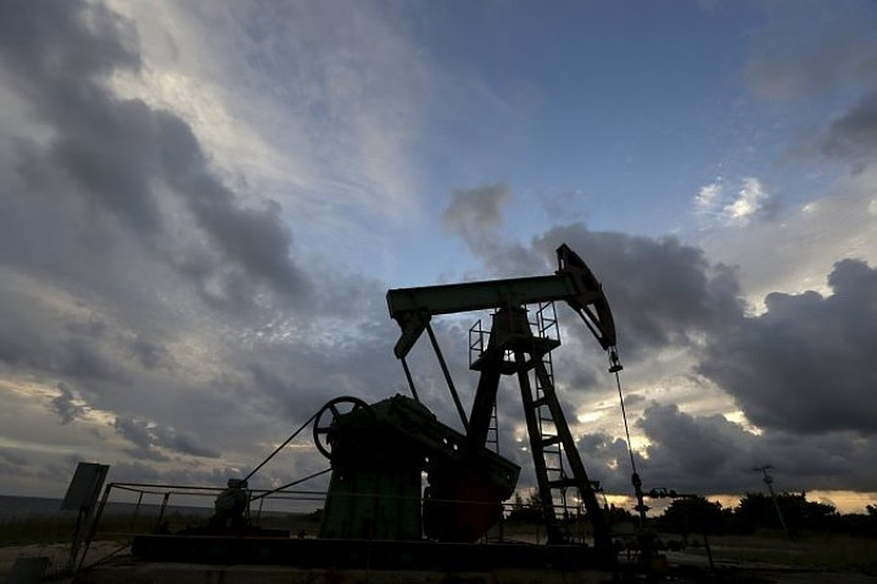 Цены на нефть в четверг утром упали ниже $33 за баррель