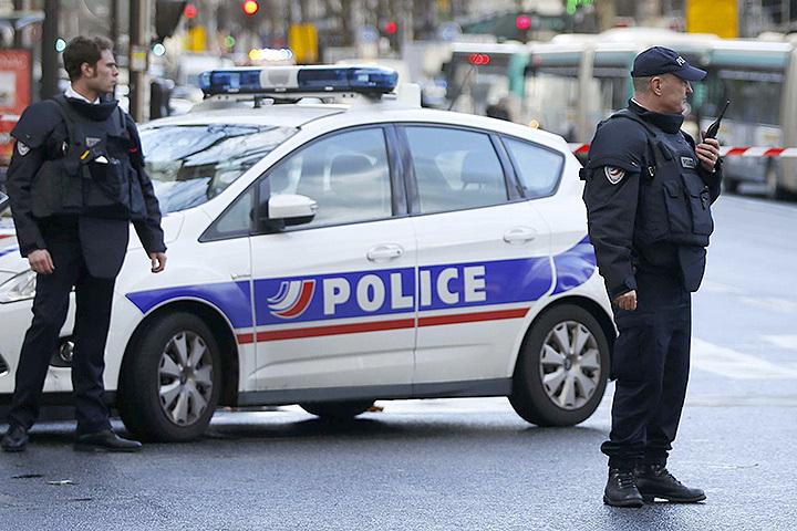 Полицейские Парижа застрелили курда с ножом