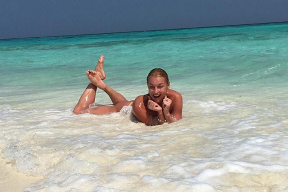 Анастасия Волочкова искупалась в океане топлесс. Фото: Инстаграм.