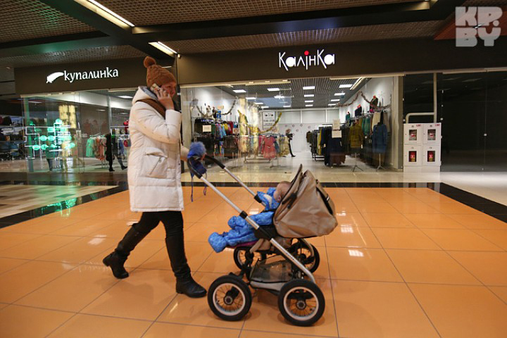 Продавца, которая выгнала маму с коляской из «Калiнкi», уволили, а заведующую - наказали.