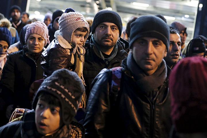 Эрдоган, спустя некоторое время понял, что от ЕС можно, прикрывшись мигрантами, требовать гораздо большего