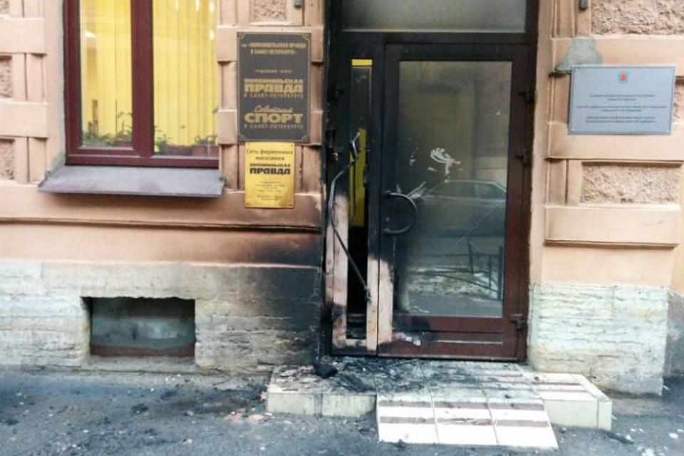 Кто-то поджег дверь редакции