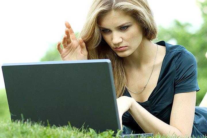 Ежедневно на Горячую линию поступают жалобы пользователей, столкнувшихся с мошенничеством в Сети, некачественным предоставлением услуг связи, незаконным распространением персональных данных.