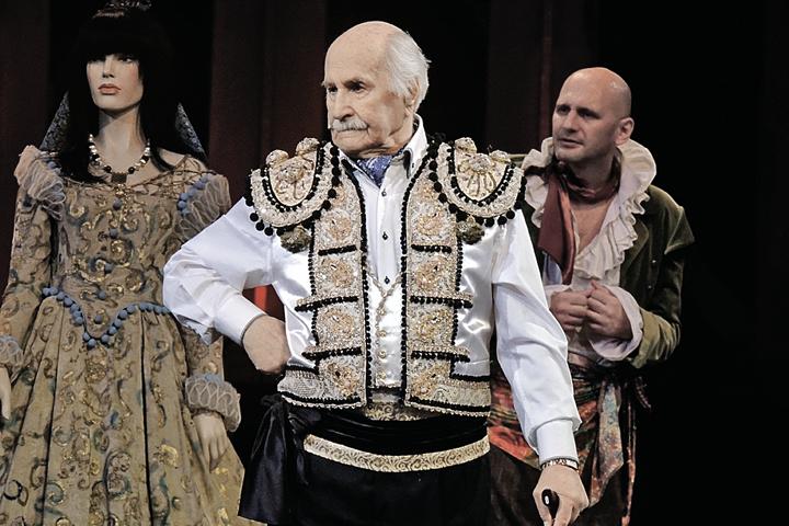 Насцене Владимир Зельдин даст фору любому молодому артисту. Акакая внем стать...