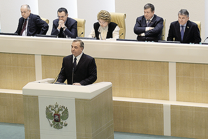 Глава МЧС Владимир Пучков в Совете Федерации. Фото: Пресс-служба МЧС