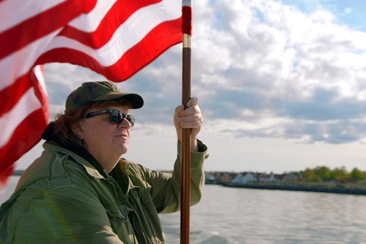 Это абсолютно патриотическое кино — его наивный смысл и послание заключены в желании показать Америке как она может стать счастливее и лучше