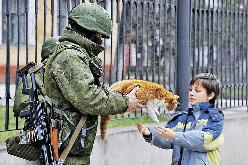 Это фото стало символом «крымской весны». Фото: Александр РЮМИН/ТАСС