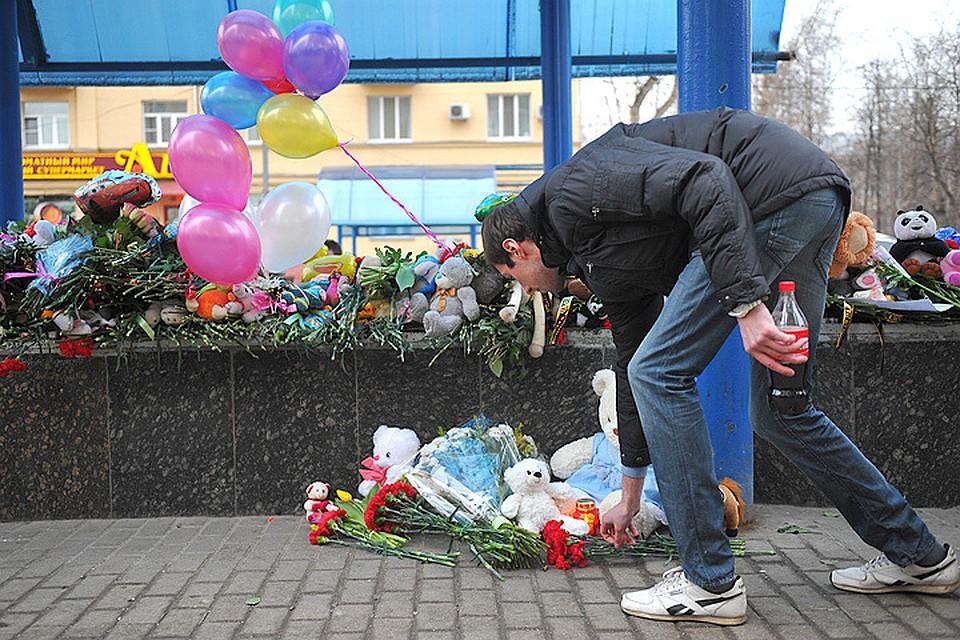 Москвичи почтили память погибшей девочки.