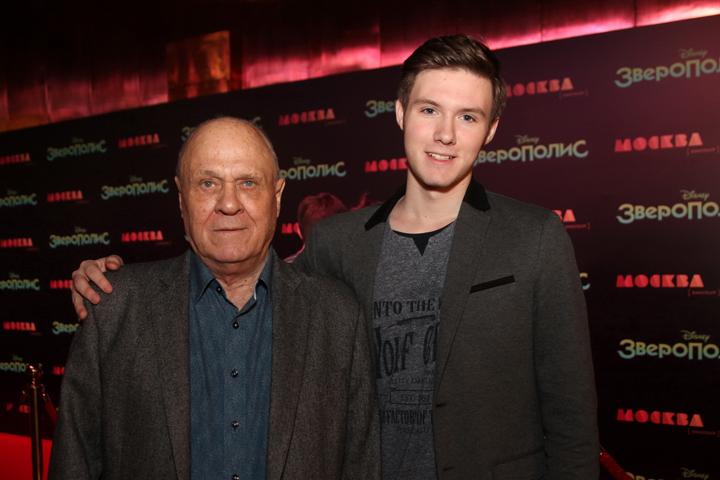 Владимир Меньшов с внуком