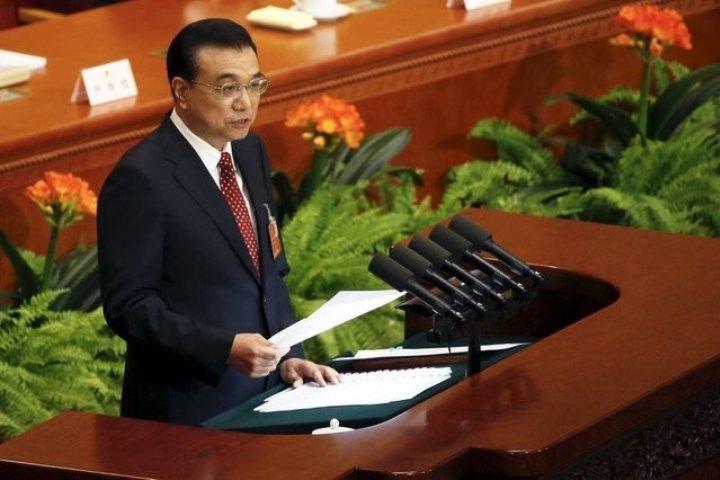Премьер Госсовета КНР Ли Кэцян выступает с докладом на открывшейся в Пекине сессии ВСНП