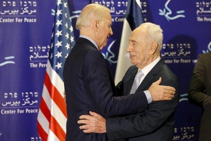 Встреча Джо Байдена с Шимоном Пересом проходила в Яффе именно в то время, когда там палестинец напал с ножом на людей