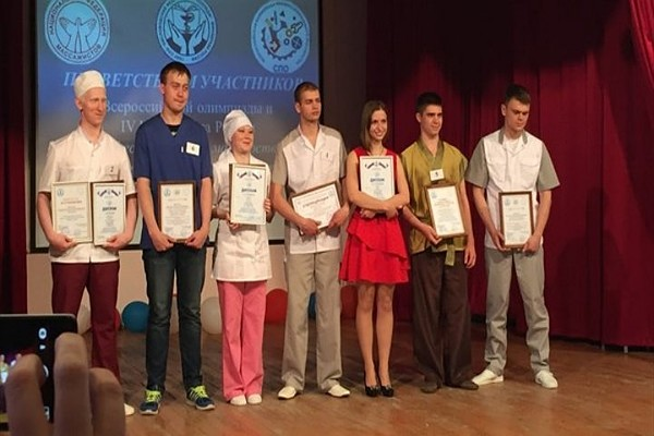 Студентка из Томска предложила лечить угри голубой глиной и зеленым чаем
