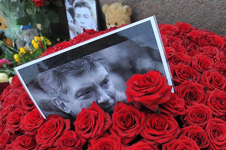 """Но на Украине довольно сильно """"переоценили"""" российскую оппозицию, которая не стала горевать по Немцову, и не пошла на баррикады"""