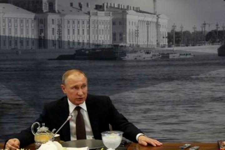 Президент России Владимир Путин на встрече с лидерами ведущих международных информагентств