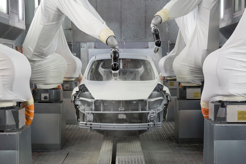 Производственные линии переделать под электрокары не так-то просто. Фото Nissan