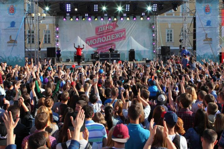 «ТаксовичкоФ» и «ГрузовичкоФ» поздравят жителей Петербурга