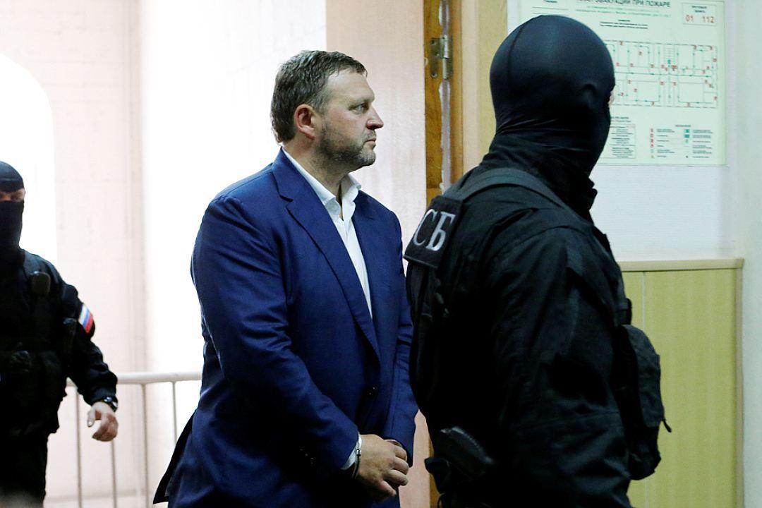 В Басманном суде Москвы губернатора приговорили к двум месяцам лишения свободы.