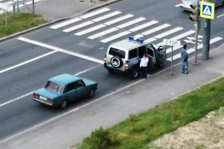 В неприметном синем седане нашли два тела. Фото: ДТП и ЧП/ВКонтакте