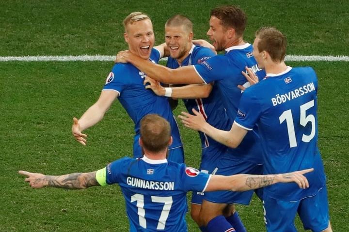Сборная Исландия одержала сенсационную победу в матче с англичанами, которым завершилась стадия 1/8 финала Евро-2016