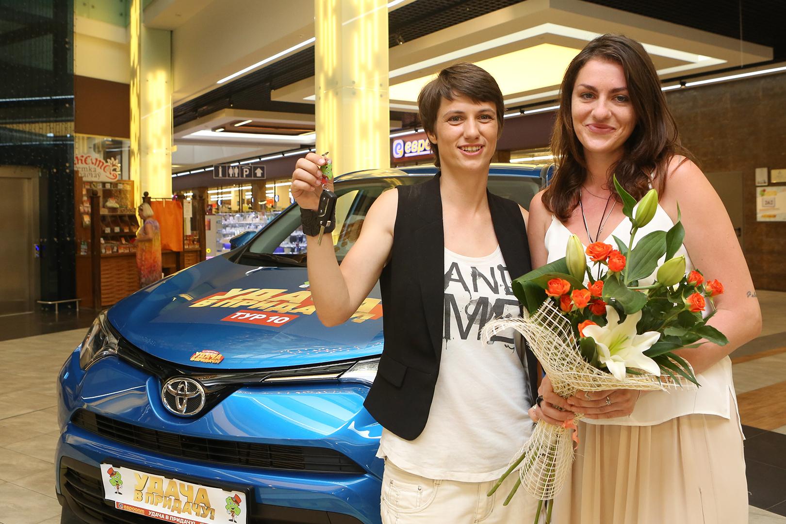 Анастасия Перковская и Миа Циолковская планируют выиграть еще один автомобиль.