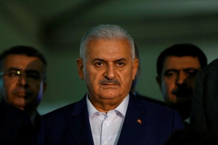 Премьер-министр Турции Бинали Йылдырым прибыл в аэропорт Стамбула