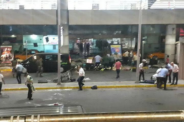 По официальным данным турецких властей, в аэропорту Стамбула погибли 36 человек, еще 147 пострадали