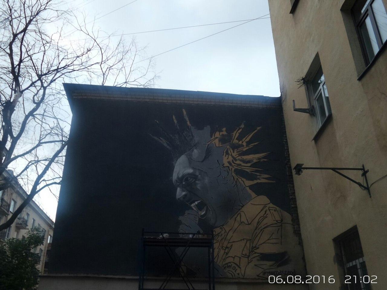 Портрет Михаила Горшенева появился водворе наЛиговском проспекте