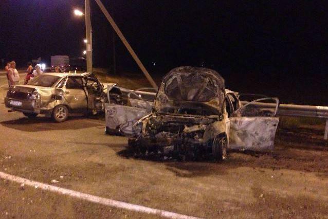 Легковушка и грузовой автомобиль разбились на«встречке» вКрасноармейском районе