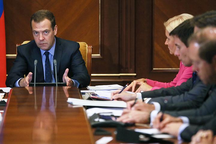 Д. Медведев назвал приоритетные направления развития образования
