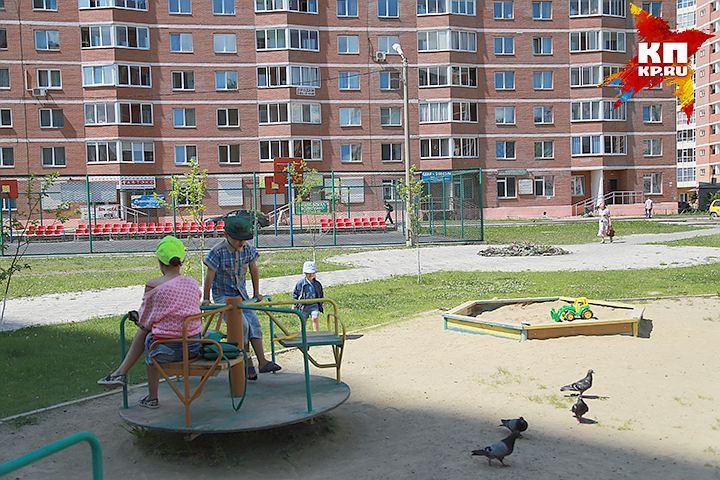 ВМинске 10-летняя девочка застряла вкарусели