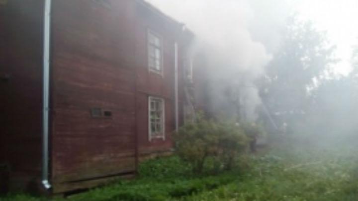 ВКостроме изгорящего дома эвакуировали 27 человек