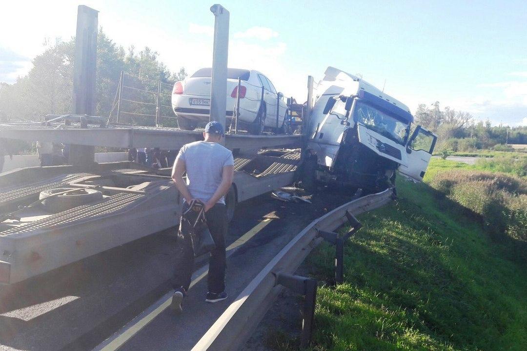 авария автомобиль бентли упал на железнодорожные пути