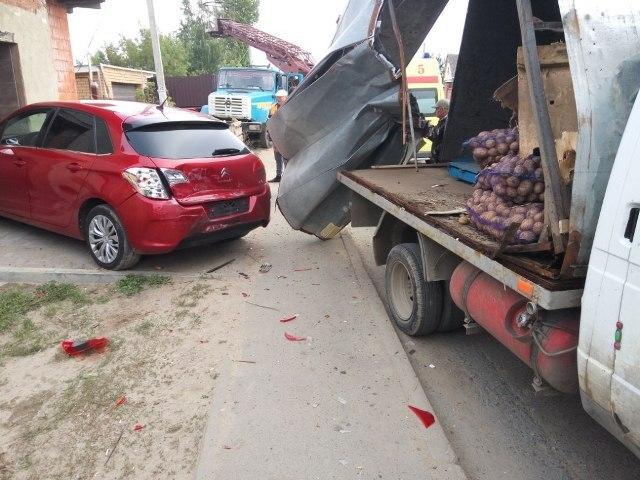 ВКазани в итоге ДТП излюльки автовышки выпали электрики