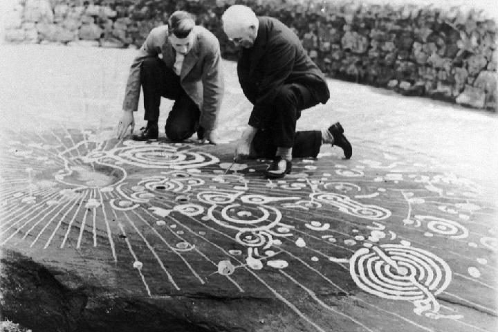 Эти знаки оставили в эпоху неолита.