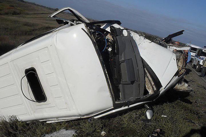 Под Саратовом перевернулся микроавтобус, ранены восемь человек
